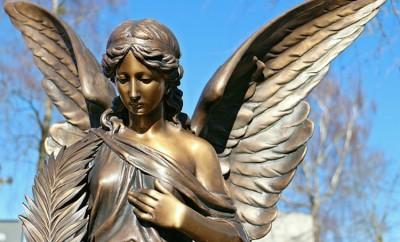 statue-265421_640